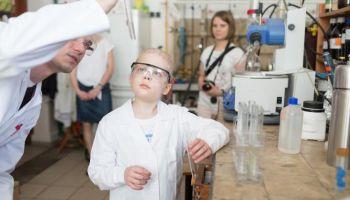 Uczelnie w Gdańsku spełniły marzenie Franka o byciu chemikiem