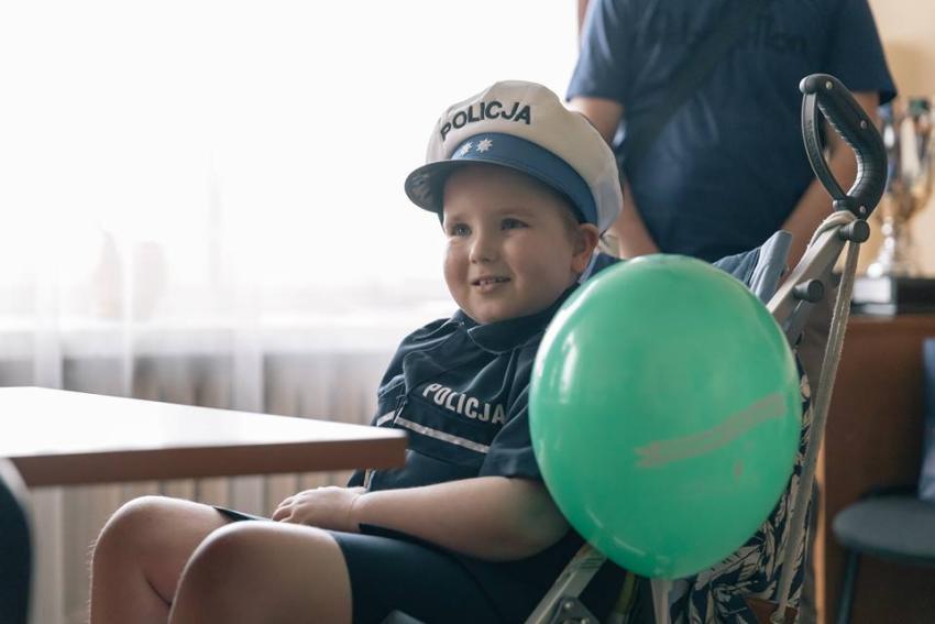 Fundacja Mam Marzenie pomogła małej Malwince zostać policjantką! [fot. Polina Rytova]