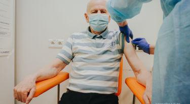 Ruszyły szczepienia seniorów na Covid-19 w Polsce