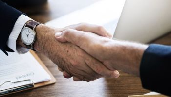 Informacja o wynagrodzeniu – dlaczego prawie nikt jej nie podaje i dlaczego jednak warto? [fot. Pixabay]