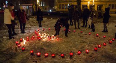 W Poznaniu zapłonęło serce dla Pawła Adamowicza