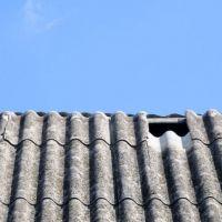 Remont dachu: Jak wymienić toksyczny dach z azbestu na nowe pokrycie?