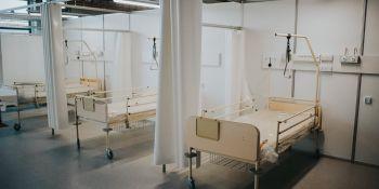 Budowa tymczasowego szpitala covidowego we Wrocławiu
