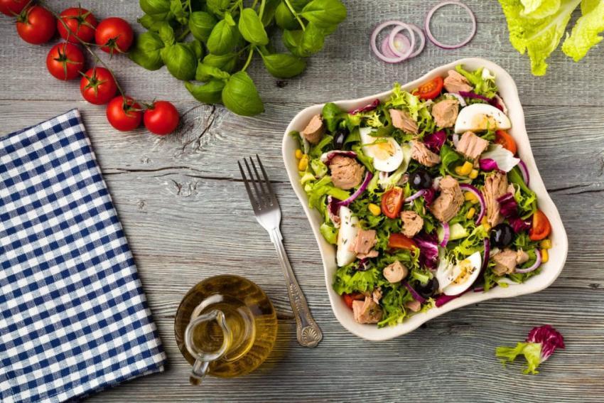 Superfoods w codziennej diecie – czyli jak jeść zdrowo, mimo braku czasu [fot. salatino.pl]