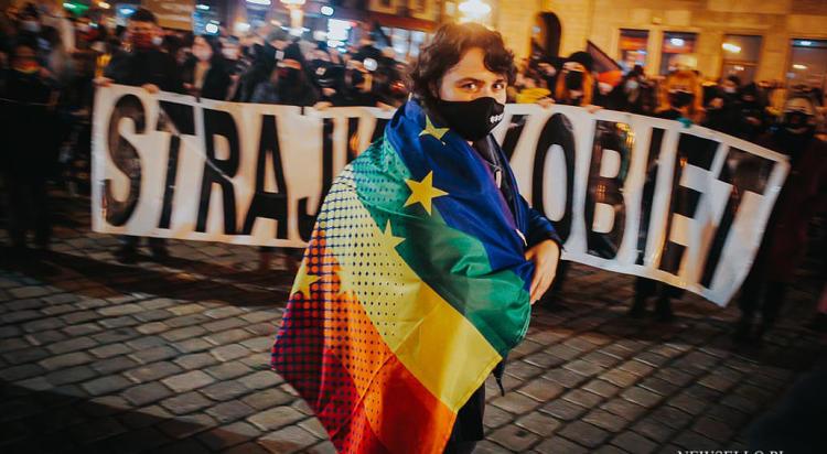 Wrocław: Strajk Kobiet: Wyp…ać na księżyc - manifa we Wrocławiu