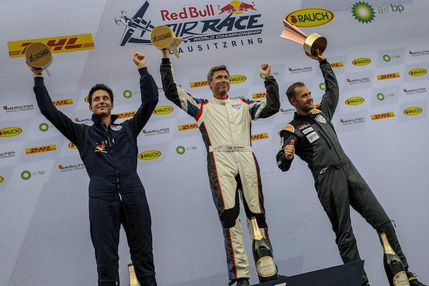 Łukasz Czepiela na podium wyścigu na Lausitzring. W klasie Master triumfuje Muroya