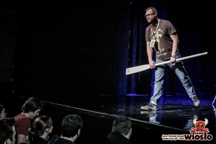 """""""Podaj Wiosło"""" – festiwal teatru improwizacji i wiele więcej! [fot. Wojtek Rojek; materiały prasowe]"""