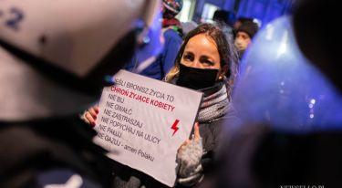 Strajk Kobiet: W imię matki, córki, siostry - manifestacja w Warszawie