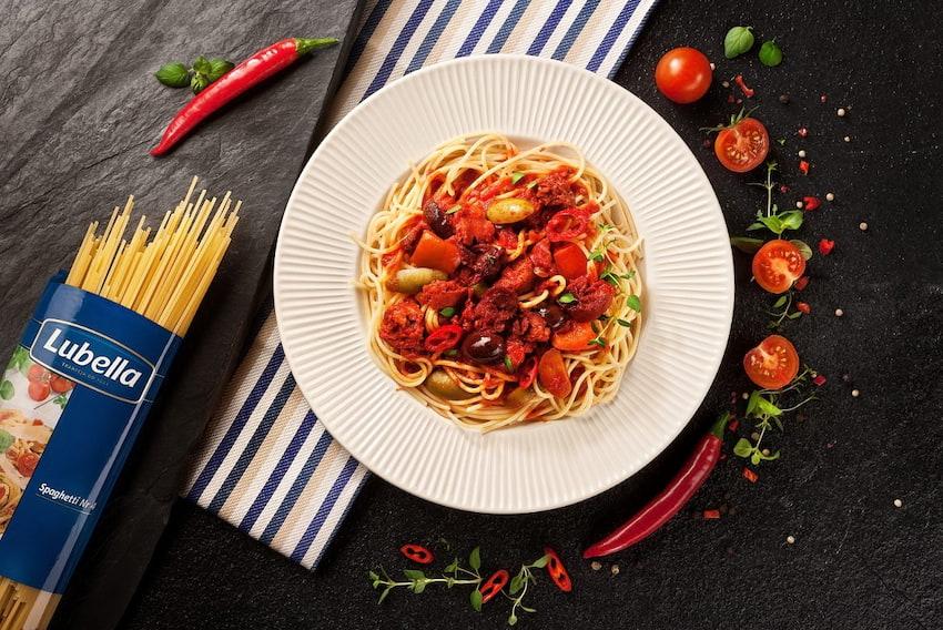 Spaghetti chorizo w pomidorach
