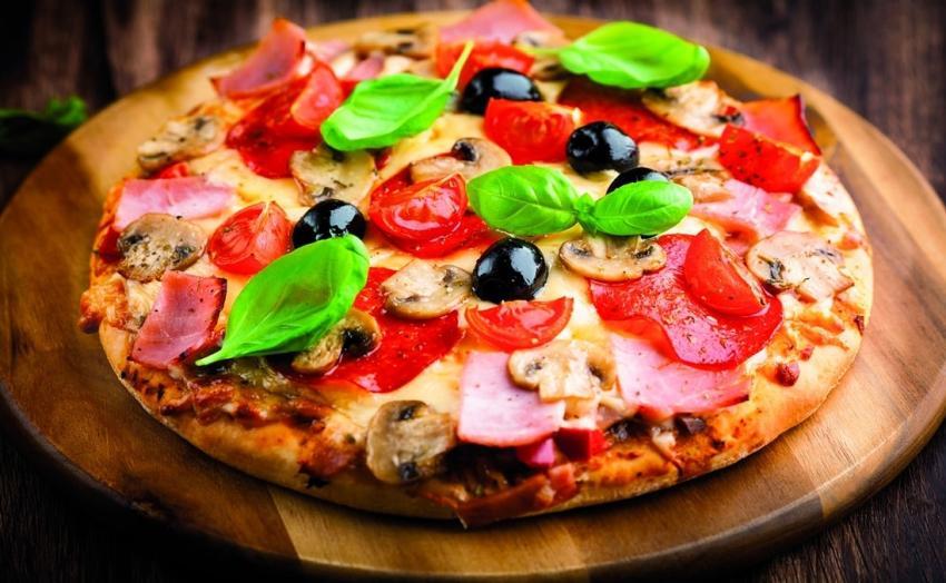 Przepis na dobrą pizzę – zacznij od odpowiedniej mąki! [fot. materiały prasowe – Młyn Jaczkowice]