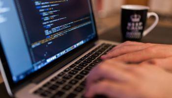 Odpowiedni język programowania to podstawa sprawnej realizacji zlecenia [fot. Pixabay]
