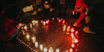 We Wrocławiu zapłonęło serce dla Pawła Adamowicza