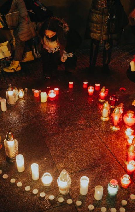 Wrocław: We Wrocławiu zapłonęło serce dla Pawła Adamowicza