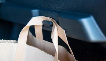 20‑lecie wieszaka na torebkę w Nissanie