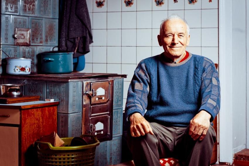 Jak polskie kuchnie zmieniły się na przestrzeni lat? Co pozostało bez zmian? [fot. Biuro prasowe marki Indesit]