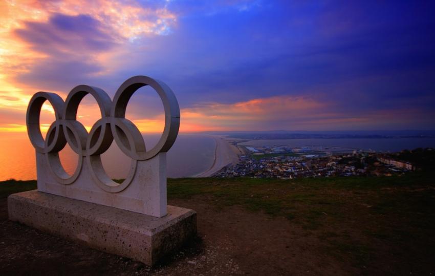 Polacy biegną w sztafecie z ogniem olimpijskim
