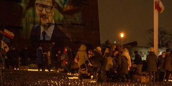 W Gdańsku zapłonęło serce dla Pawła Adamowicza