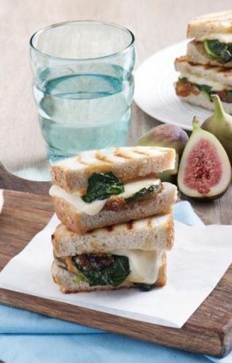 Przepis na tosty z ciągnącym się serem oraz ciekawymi dodatkami!