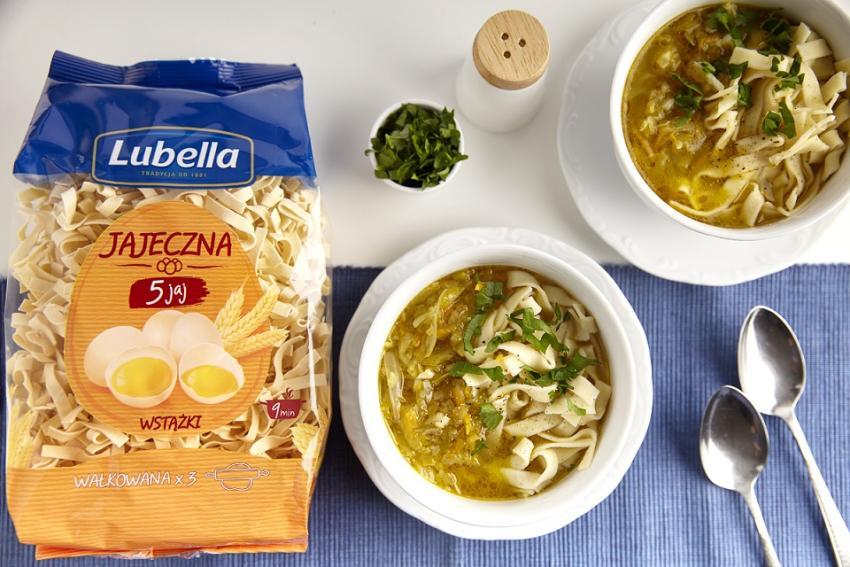 Przepisy na tradycyjne zupy - przywołaj smak domowych chwil!