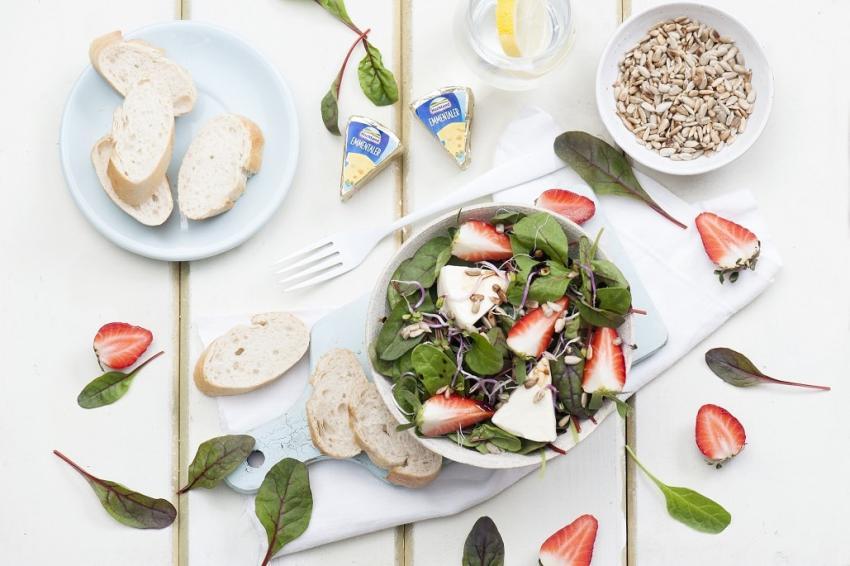Sałatka wiosenna – przepisy idealny na piknik czy grill! [fot. materiały prasowe]