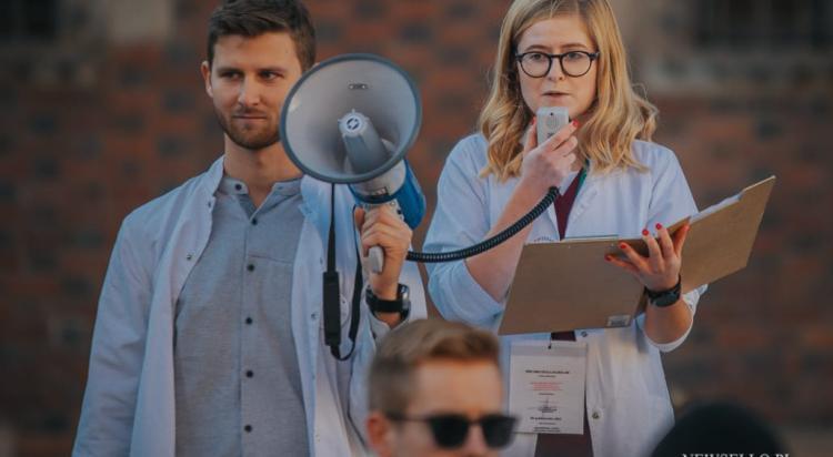 Młodzi solidarnie z medykami - protest we Wroclawiu
