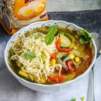 Najlepsze zupy na lato – oryginalna zupa warzywna i krem z cukinii