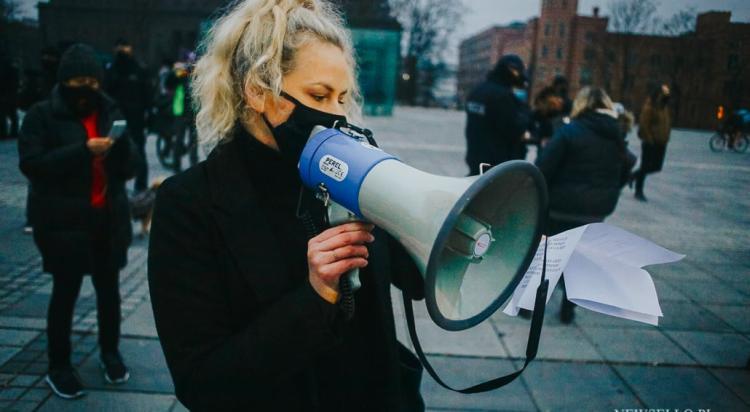 Strajk Kobiet: Stan wojny z kobietami - manifestacja we Wrocławiu