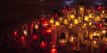 W Warszawie zapłonęło serce dla Pawła Adamowicza
