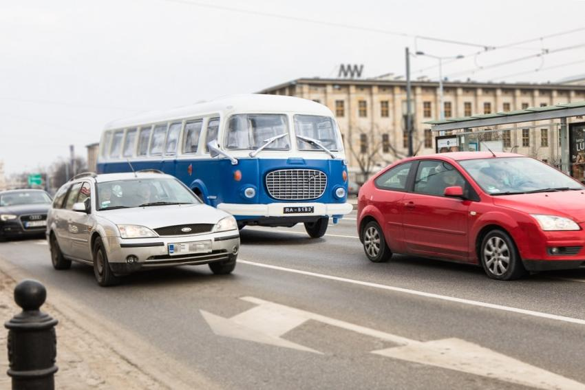 Kultowe autobusy PRL-u na ulicach Warszawy! O co chodzi? [fot. materiały prasowe]