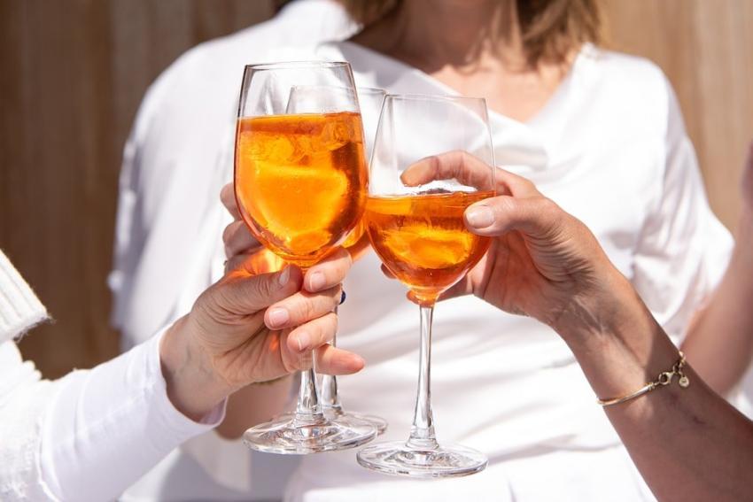 Toksyczny duet, czyli współuzależnienie od alkoholu. Na czym to polega?
