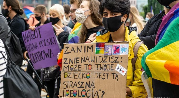 Warszawa: Protest przeciwko nienawiści wobec osób LGBT+