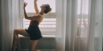 Tancerka baletowa - trening w czasie kwarantanny