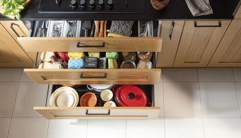 Jak dobrze zagospodarować miejsce w kuchni? [fot. PR Expert / Häfele]