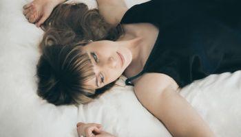 5 powodów, które sprawiają, że kobiety wolą koszulki nocne niż pidżamy