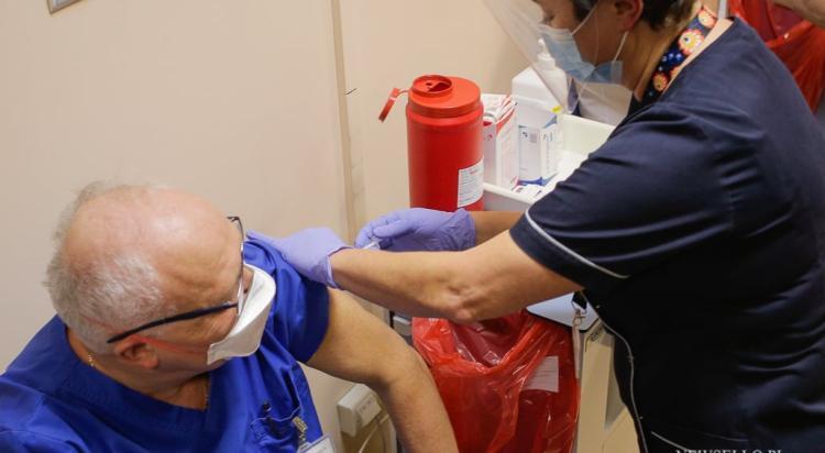 Ruszyły szczepienia przeciwko Covid-19 w Polsce