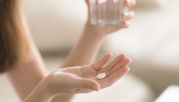 Leki bez recepty i suplementy diety – czym się różnią i kiedy je stosować? [fot. Shutterstock]