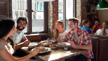 Nie masz pomysłu, jak spędzić czas ze znajomymi? Oto 10 sposobów na ciekawe spotkania!