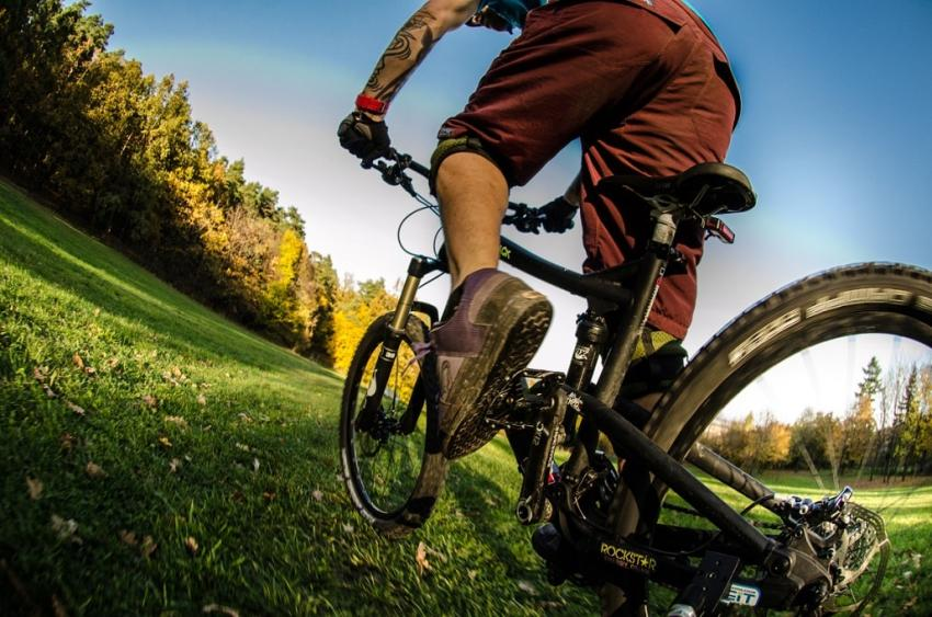 Jazda na rowerze zyskuje w Polsce na popularności [fot. materiały prasowe PR Expert/Mactronic]